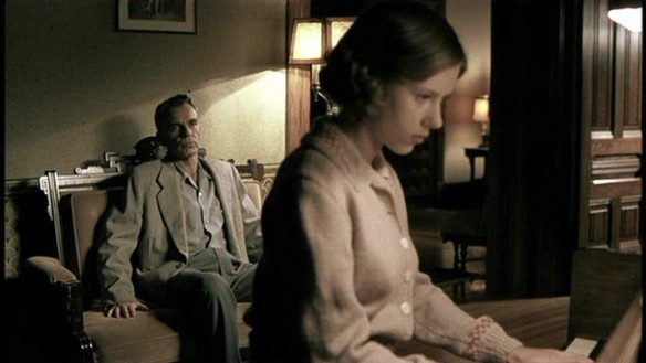 Screen capture: Ed Crane and Birdy Abundas (Billy Bob Thornton and Scarlett Johansson)  in the Coen Brothers' The Man Who Wasn't  There (2001)